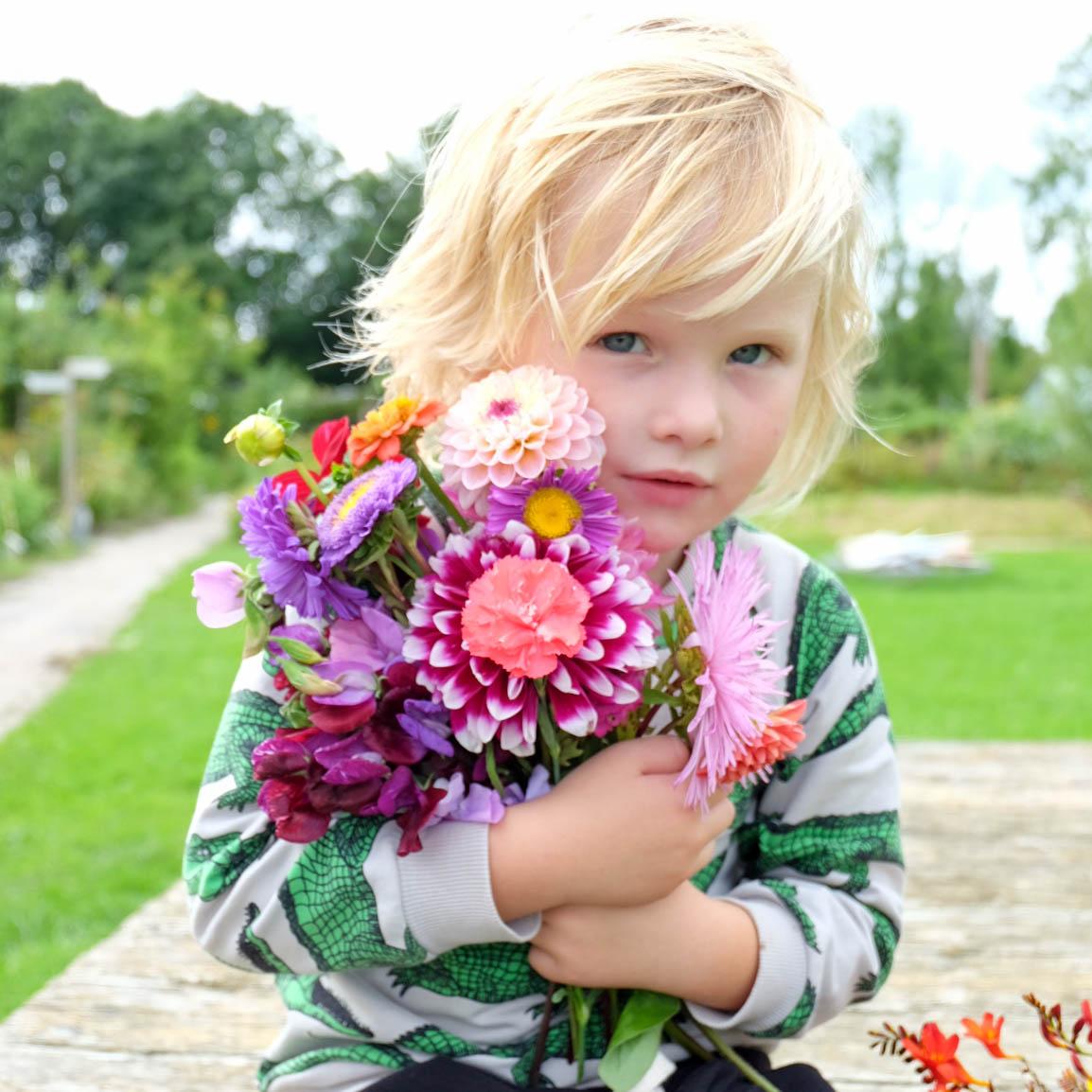 Silvijn met bloemen2